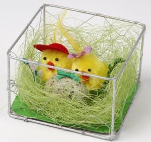 Mamá Y Papá Pollitos De Pascua En Nido Con Huevo